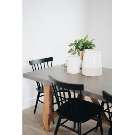 CADEIRAS, Jogo de cadeiras no modelo clássico, cor preta, feitas de madeira.
